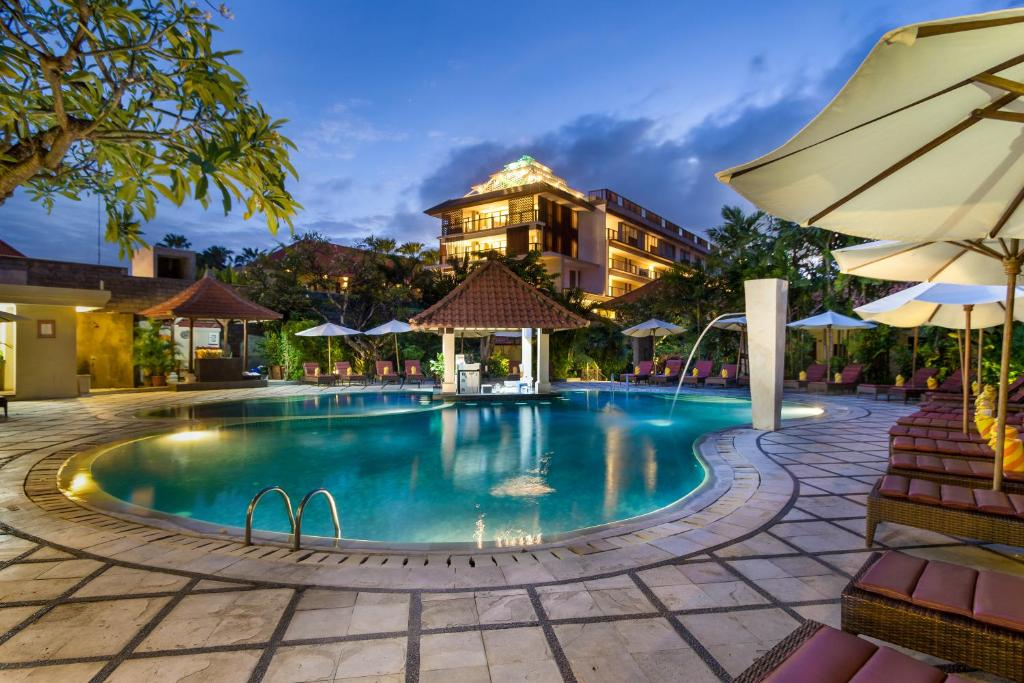 The swimming pool at or close to Puri Raja Hotel