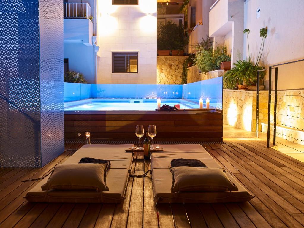 Бассейн в Corso Levante Luxury Suites или поблизости