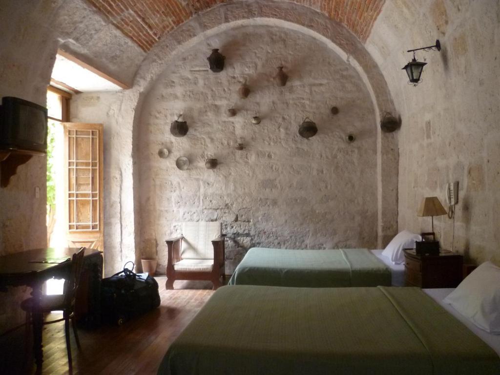 A bed or beds in a room at Hostal La Casa de Melgar