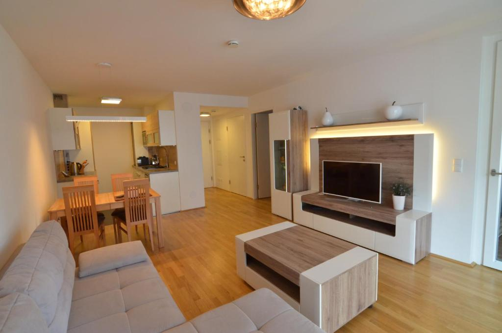The lounge or bar area at Donau-City Strasse 12 Apartment.