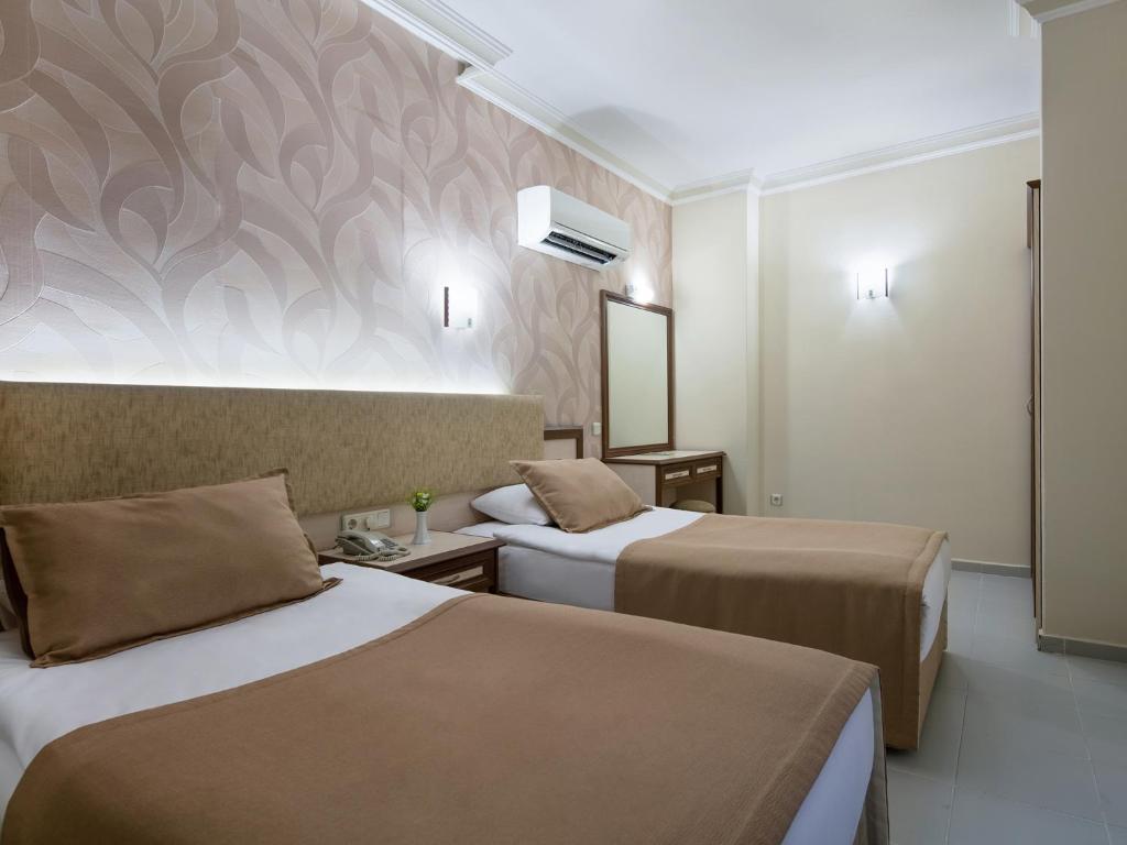 Кровать или кровати в номере May Flower Apart Hotel
