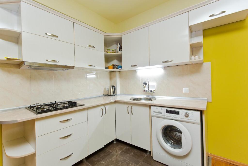 A kitchen or kitchenette at Seaside Hostel