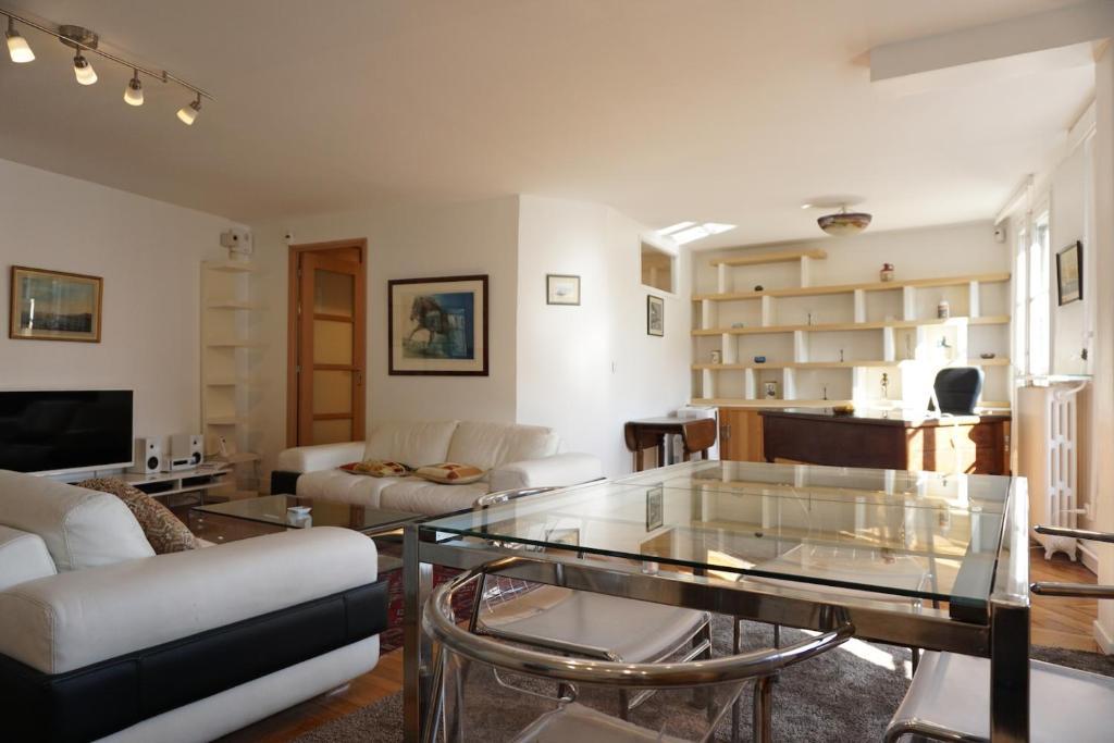 Apartment Rue De La Chaussee D Antin Paris 9 France