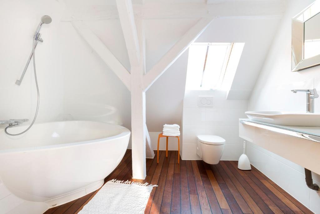 Ein Badezimmer in der Unterkunft les appartements saint nicolas