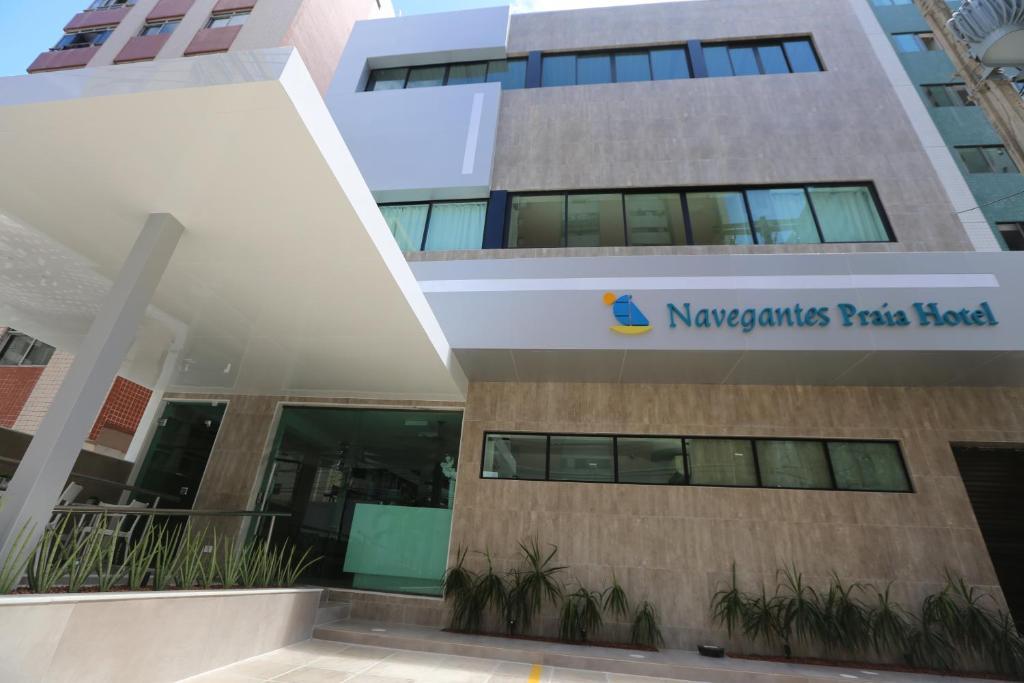The facade or entrance of Navegantes Praia Hotel