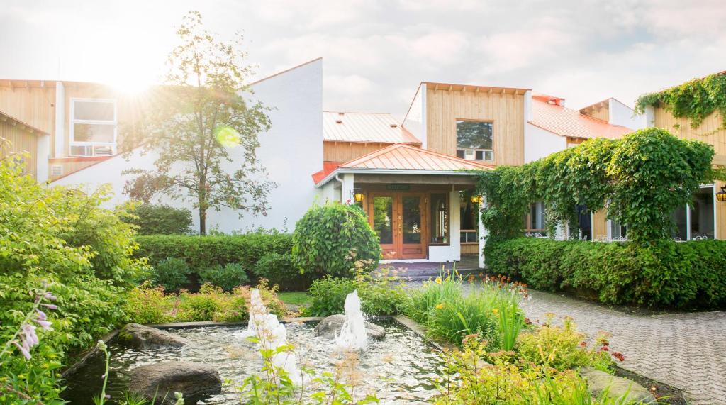 A garden outside Hotel Cheribourg