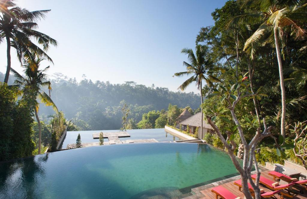 The swimming pool at or close to Jannata Resort and Spa