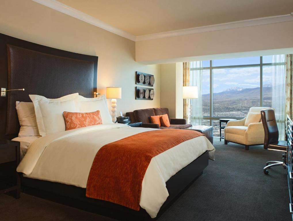 A bed or beds in a room at Atlantis Casino Resort Spa