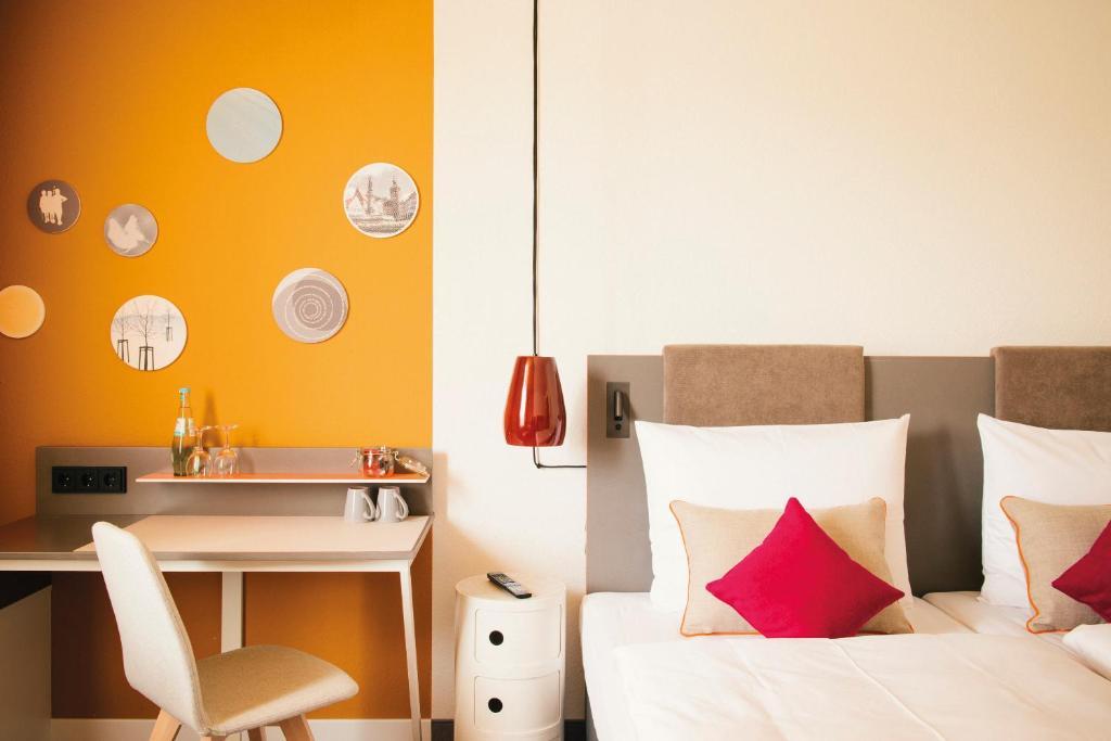 Ein Bett oder Betten in einem Zimmer der Unterkunft Vienna House Easy Limburg