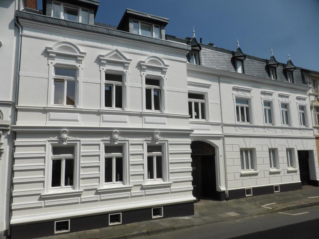 The facade or entrance of Arkadenschlösschen Bonn