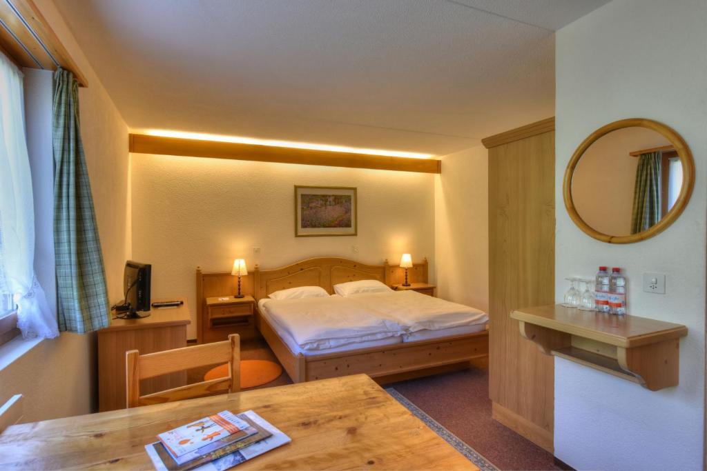 Ein Bett oder Betten in einem Zimmer der Unterkunft Hotel Roc et Neige