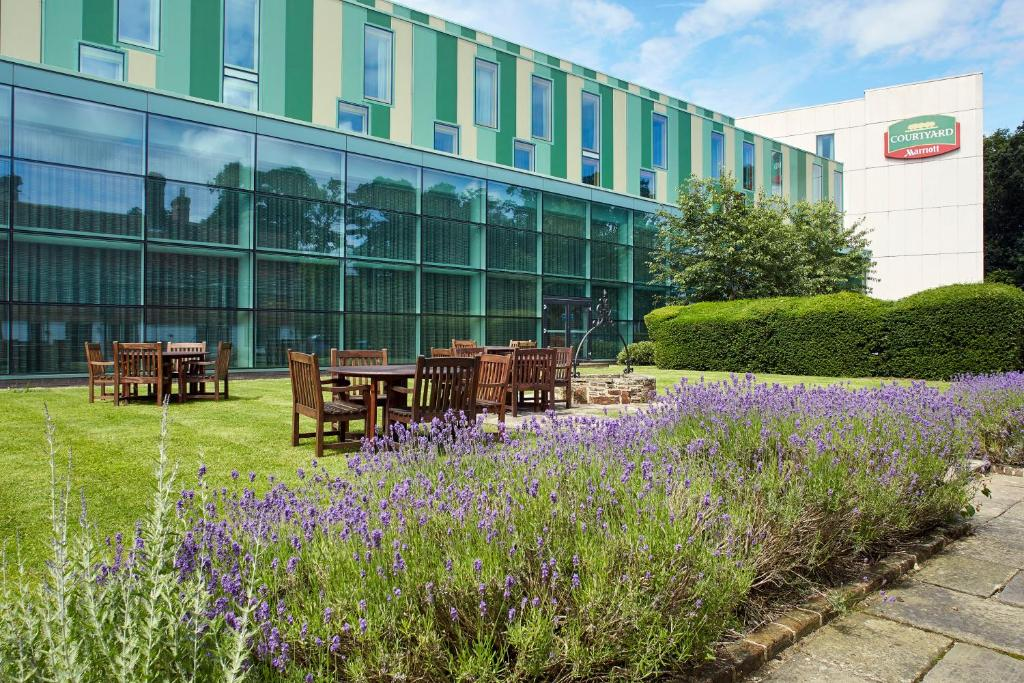 A porch or other outdoor area at Courtyard by Marriott London Gatwick Airport