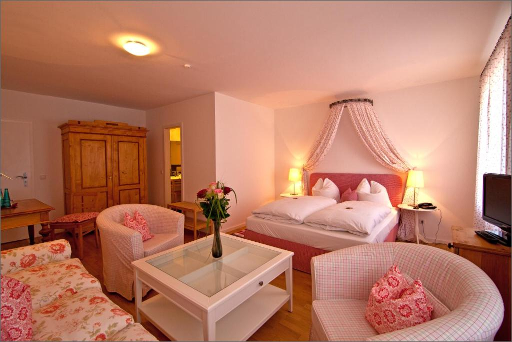 Ein Bett oder Betten in einem Zimmer der Unterkunft Altstadthotel Bauern Bräu Schrobenhausen
