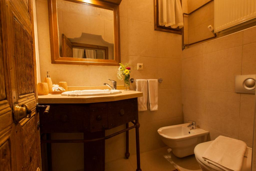A bathroom at Kale Konak Hotel