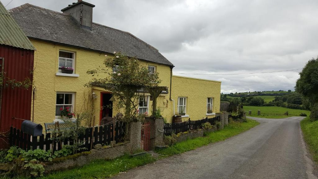 THE RED APPLE CAFE, Birr - Restaurant Reviews, Phone