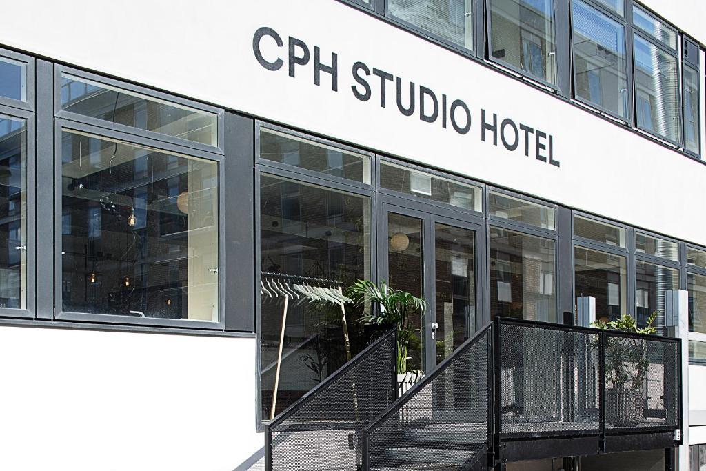 Eine Fassade oder ein Eingang zu CPH Studio Hotel