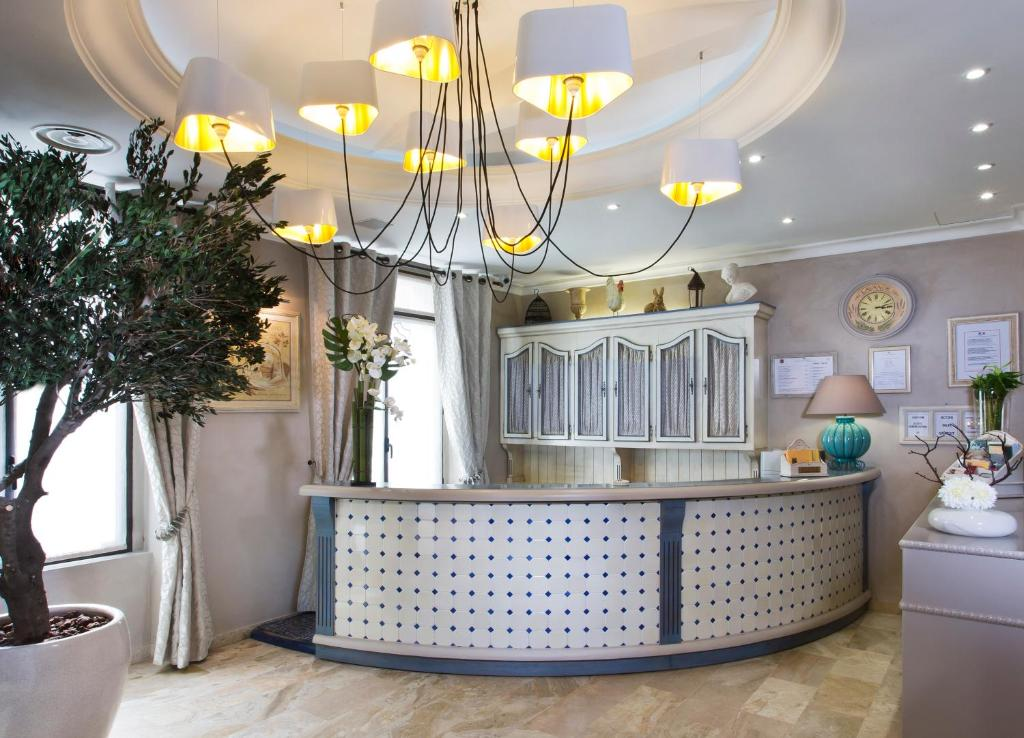 The lobby or reception area at Hotel Daumesnil-Vincennes