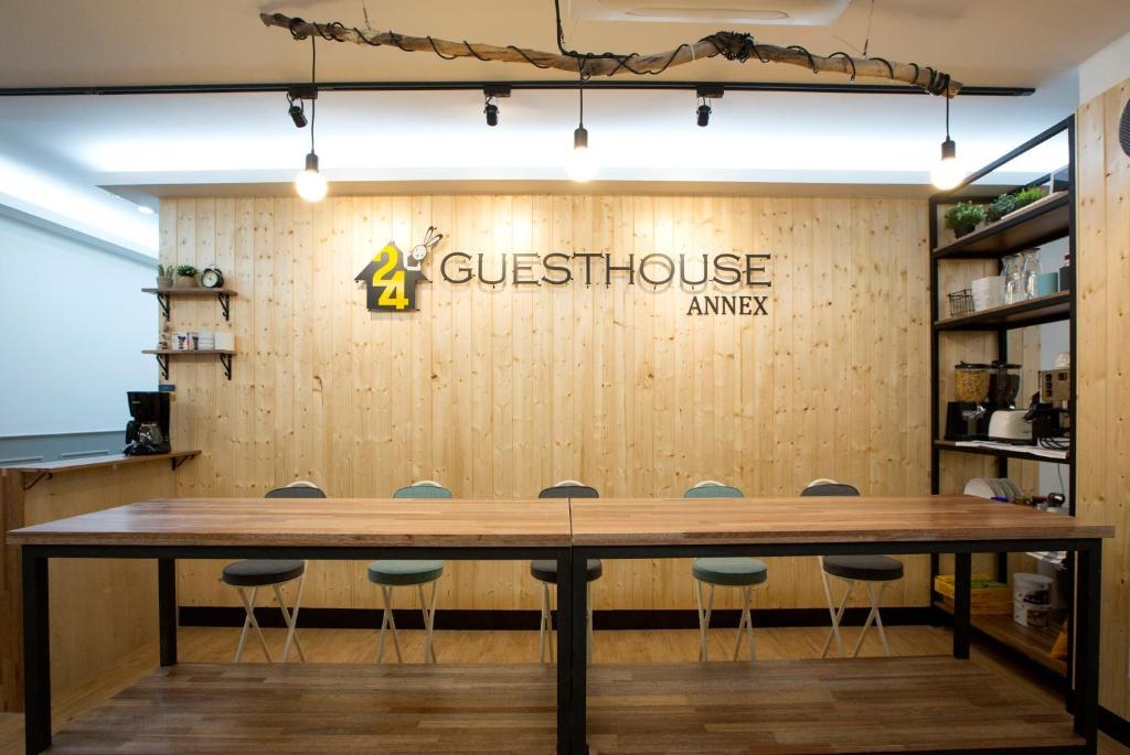 เลานจ์หรือบาร์ของ 24 Guesthouse Sinchon