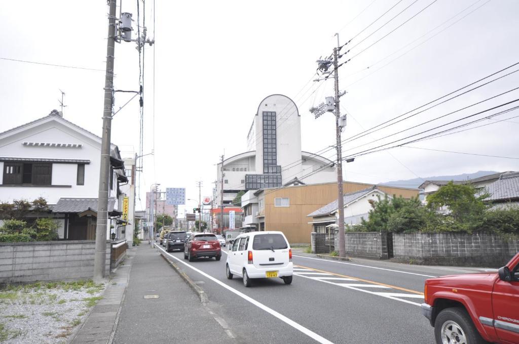 The surrounding neighborhood or a neighborhood close to the economy hotel