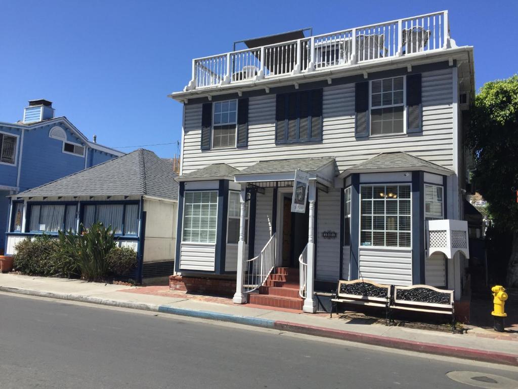 The facade or entrance of Catalina Island Seacrest Inn