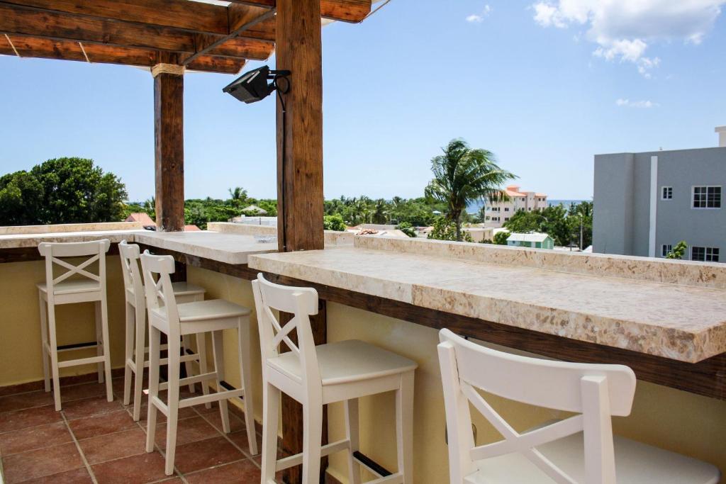The lounge or bar area at Villa Iguana