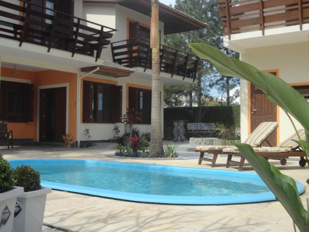 A piscina localizada em Pousada Tulipane ou nos arredores