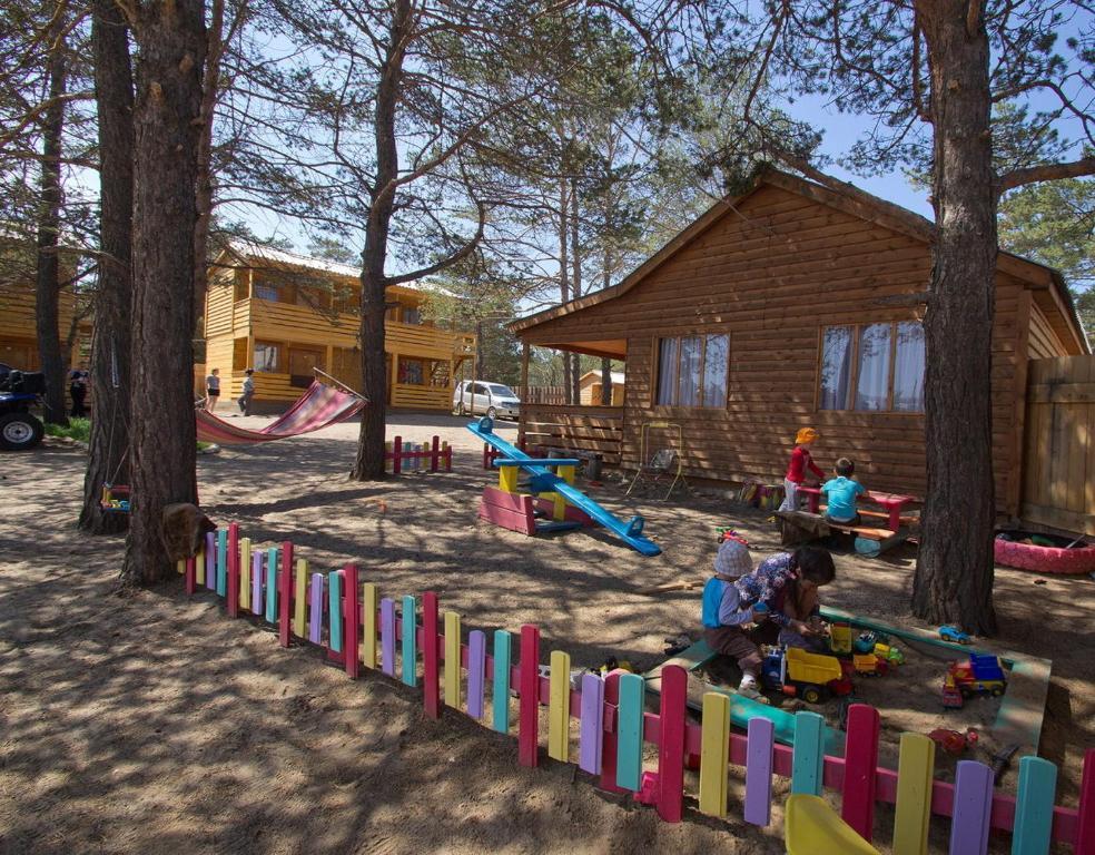 Ein Kinderspielbereich in der Unterkunft Oazis