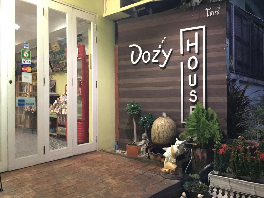 The lobby or reception area at Dozy House
