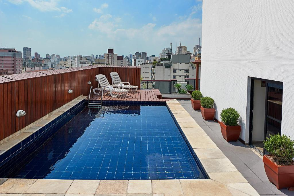 The swimming pool at or near Mercure Sao Paulo Pamplona