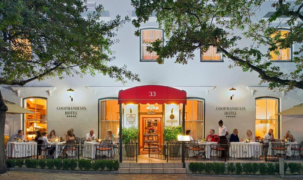 Coopmanhuijs Boutique Hotel & Spa tesisinde bir restoran veya yemek mekanı