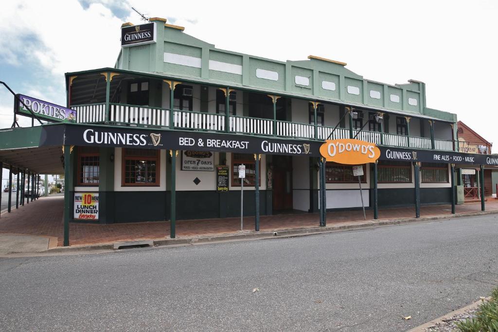 The facade or entrance of O'Dowds Hotel/Motel Rockhampton