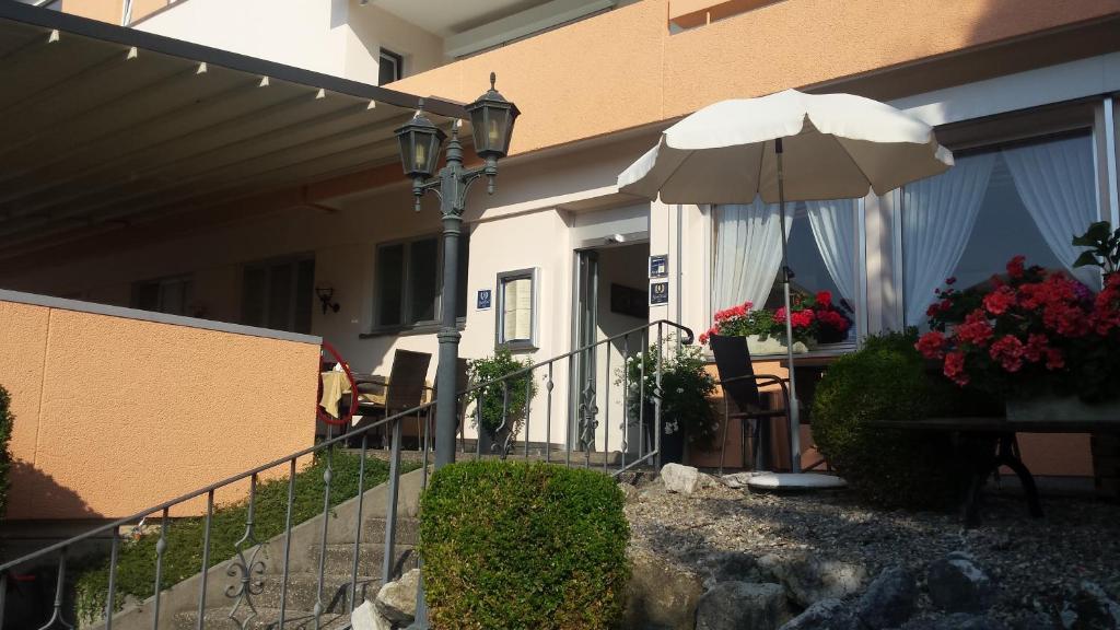 Ein Patio oder anderer Außenbereich in der Unterkunft Hotel Restaurant Klösterli