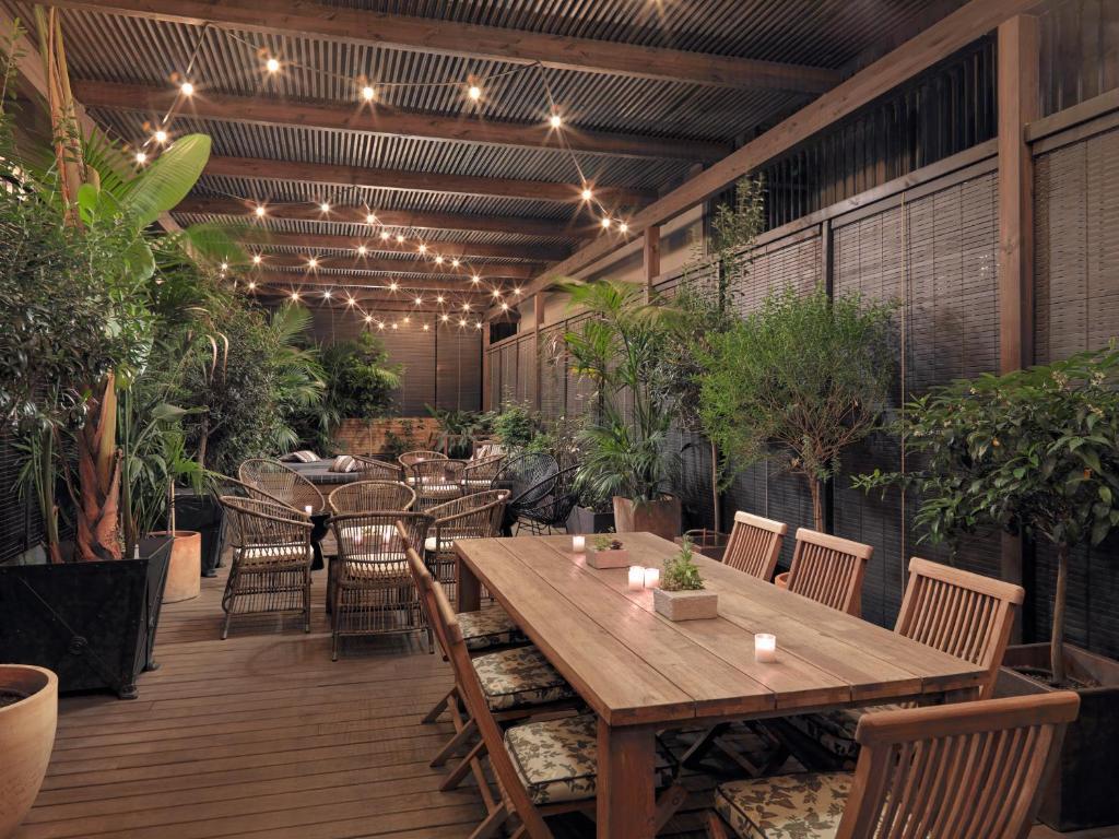 מסעדה או מקום אחר לאכול בו ב-Boutique Hotel H10 Catalunya Plaza
