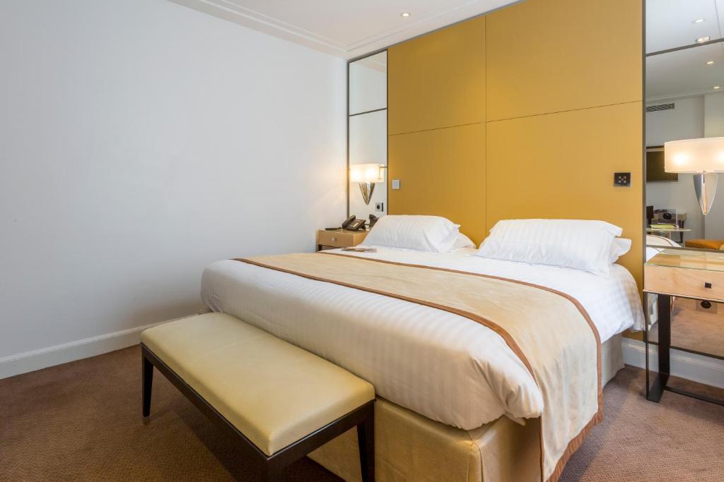 A room at Hôtel De Castiglione