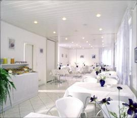 A restaurant or other place to eat at Hotel List