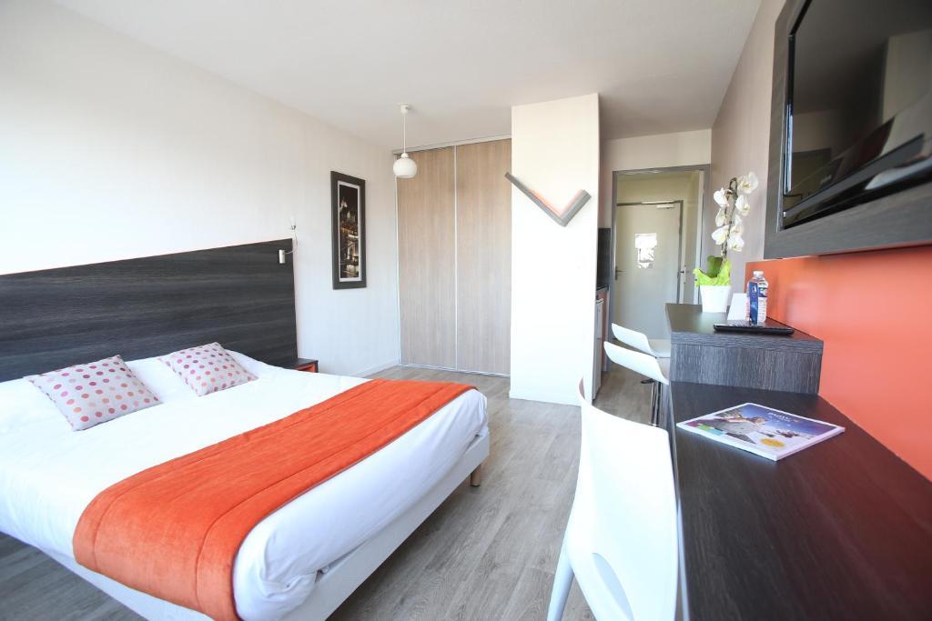 A room at Adonis Paris Sud