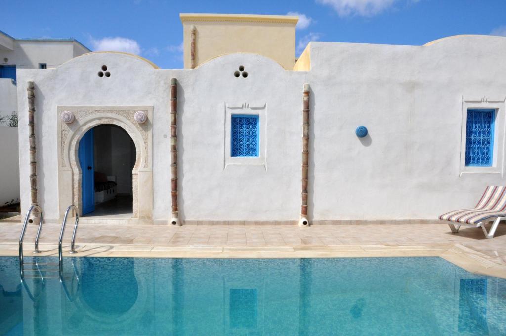 Piscine de l'établissement Resa Dar Sema Djerba ou située à proximité