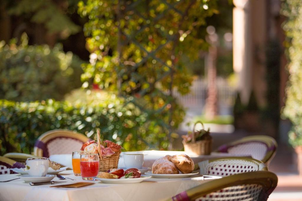 Breakfast options available to guests at Hotel Residence San Gregorio