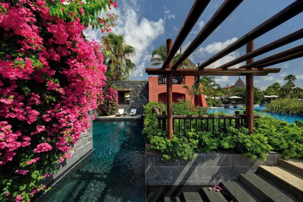 Asia Gardens Hotel & Thai Spa, a Royal Hideaway Hotel ...
