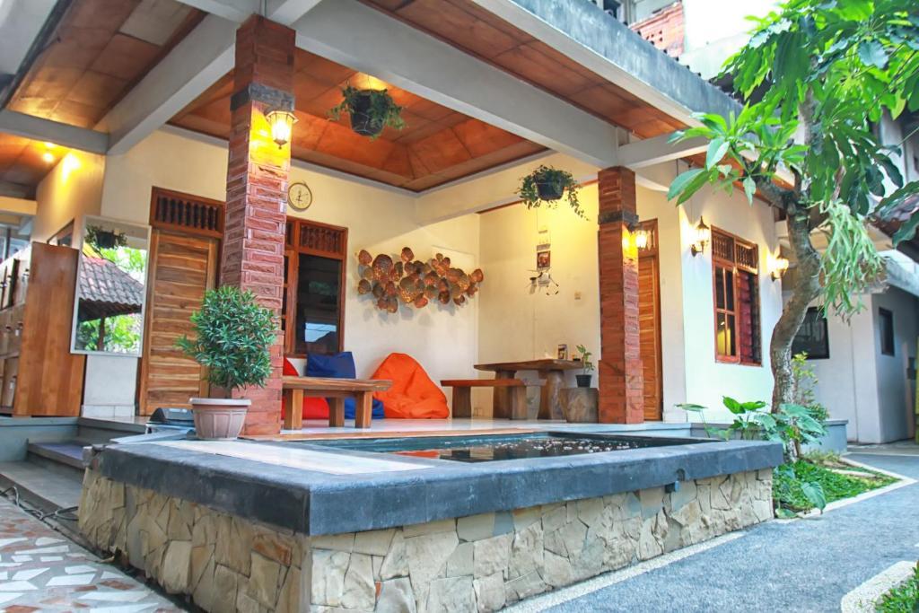 O lounge ou bar de Halaman Depan Hostel
