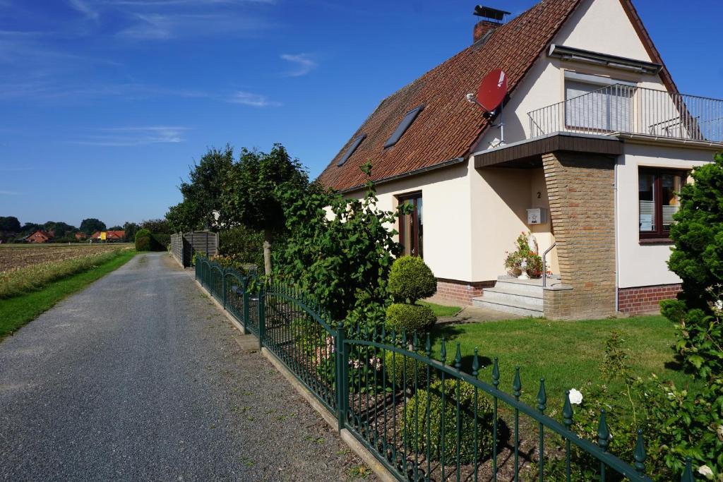 Ein Garten an der Unterkunft Ferienwohnung Grimmelmann