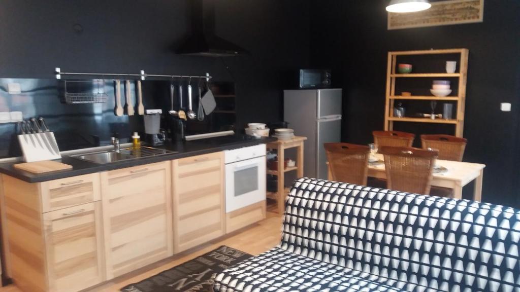 Cuisine ou kitchenette dans l'établissement Appartement 5 du Temple pour 3 personnes