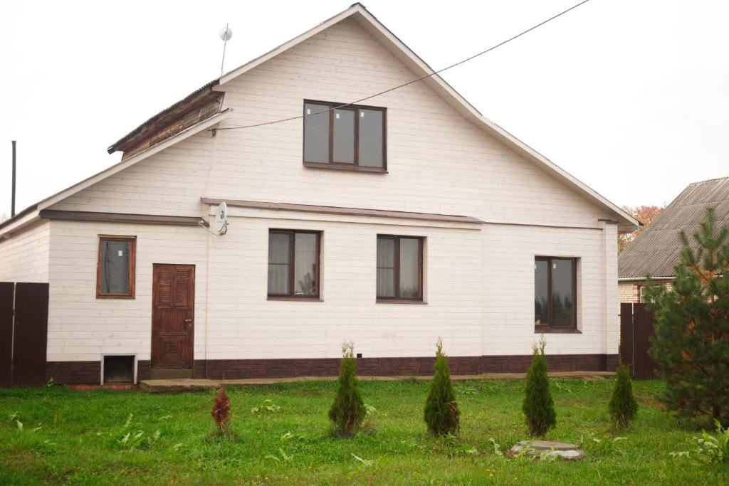 A garden outside Guest House Suzdal-33