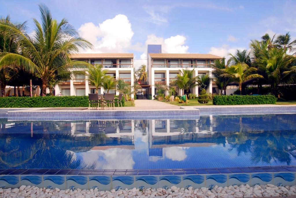 בריכת השחייה שנמצאת ב-Villa da Praia Hotel או באזור