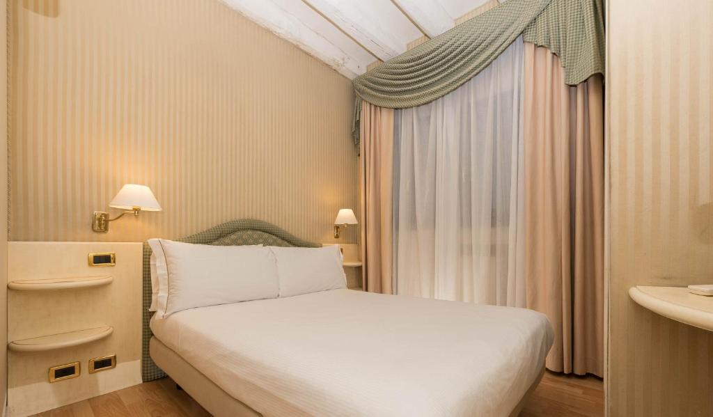 Un ou plusieurs lits dans un hébergement de l'établissement Hotel HS