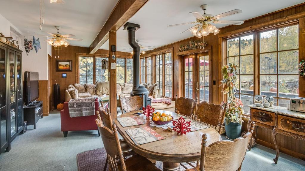 Hooper homestead bed and breakfast central city usa for Area riservata bed and breakfast