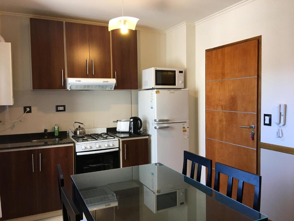 A kitchen or kitchenette at Aires de la Villa