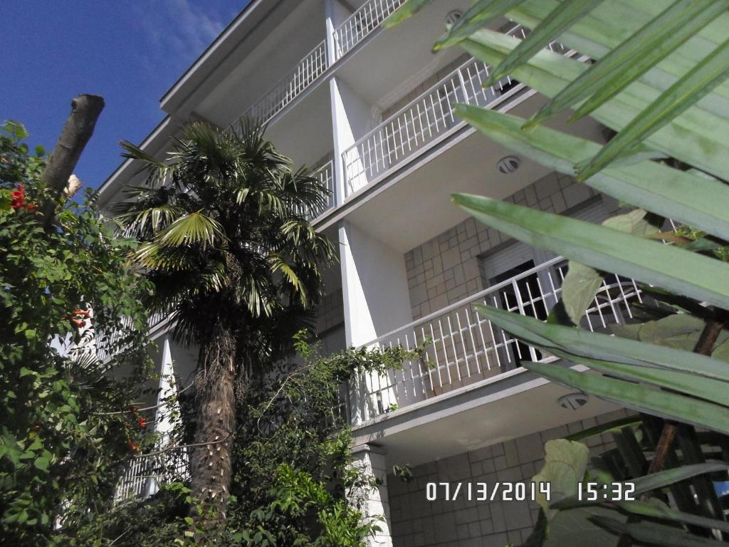 House Danica Apartments & Rooms