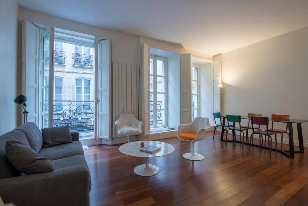 The lounge or bar area at Appartement Beaubourg