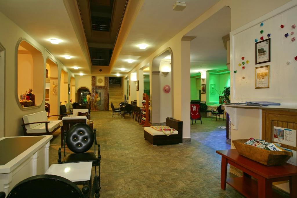 Лобби или стойка регистрации в Bella Bravo Suit Hotel
